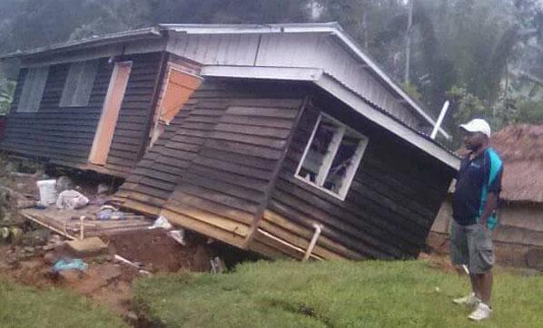 7,5 büyüklüğündeki depremde ölü sayısı 14 oldu
