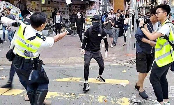 Canlı yayında göstericiyi silahla vurdu