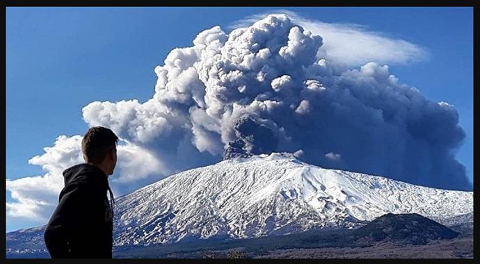 İtalya'da Etna'dan sonra Stromboli Yanardağı da faaliyete geçti