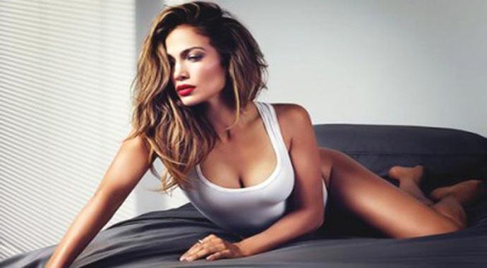 Jennifer Lopez'den cüretkar poz!