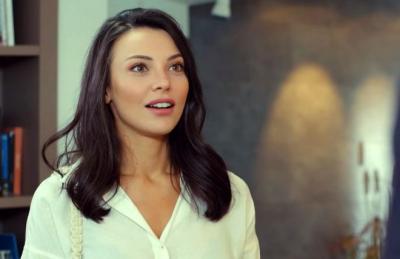 Tuvana Türkay'ın annesi estetik güzeli çıktı